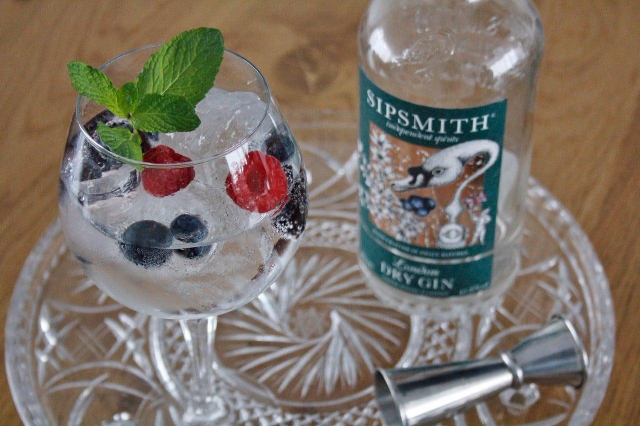 Gin Tonic met bosvruchten foto
