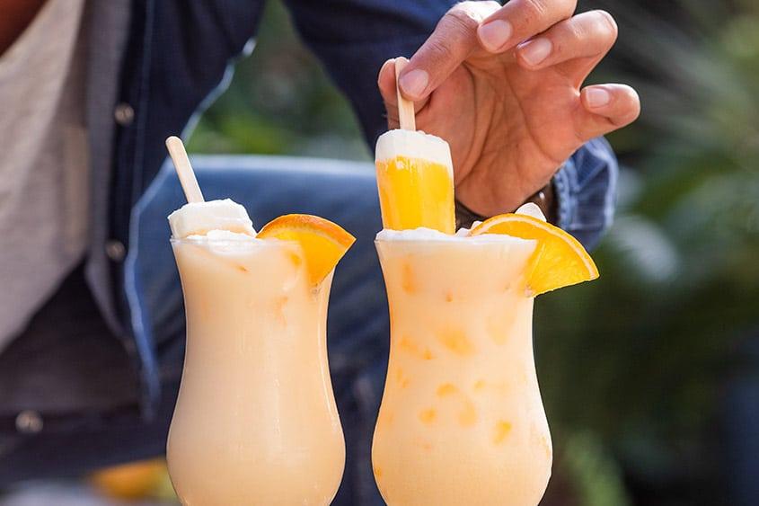 Lekkere romige cocktail met sinaasappelsap en Licor 43 die niet alleen er uit ziet als een Split ijsje, maar ook precies zo smaakt!